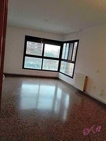 Alquiler piso vacio en Serrería Valencia
